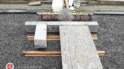 Kupiškyje vandalai išniekino kapą