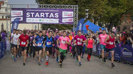 Sekmadienį Kauno gatves nudažė rožiniai bėgikai