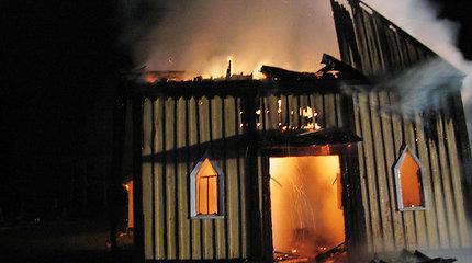 Policija dėl paveikslų, dingusių iš sudegusios Paštuvos bažnyčios, svarsto kreiptis į Interpolą