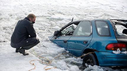 Skęsta automobiliai ir lūžta kojos: ar įmanoma aštrių įspūdžių žiemą patirti legaliais būdais?