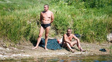 Karštą dieną kauniečiai laiką leido upių pakrantėse
