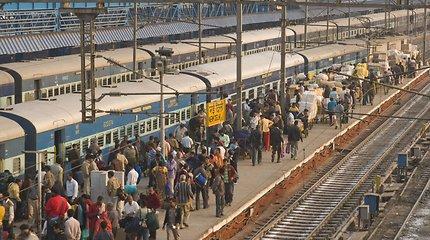 Keliavimas traukiniais Indijoje: turistams – egzotika, vietiniams – kasdienybė