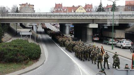 Kariuomenė mini 100 metų: Klaipėdą užliejo karinis paradas