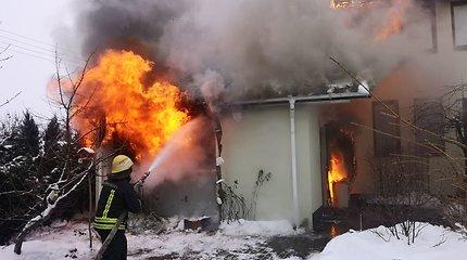 Klaipėdos rajone atvira liepsna degė gyvenamas namas