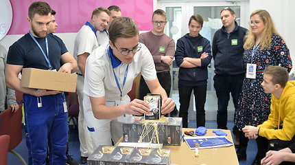 """""""Mars Lietuva"""" medžioja studentus: būsimus kolegas autobusais atsivežė tiesiai į įmonę"""
