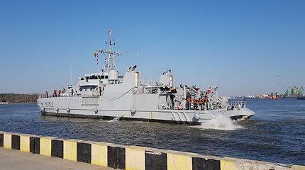 Kruizinių laivų terminalo krantinėse – karo laivai