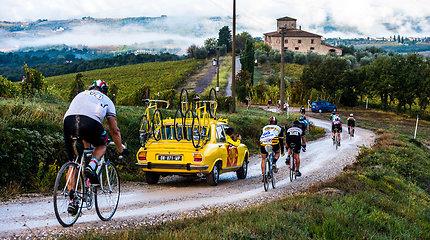 Pedalus mins kilniu tikslu: Šveicarijoje gyvenanti palangiškė su vyru sės ant vintažinių dviračių