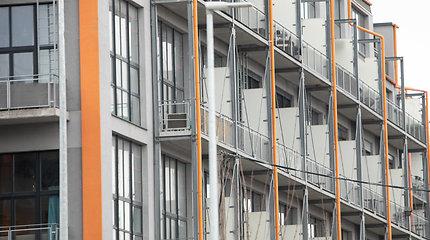 Būsto ABC. Amžinas klausimas – balkonai. Ar įstiklinimas be leidimo gali būti savavališka statyba?
