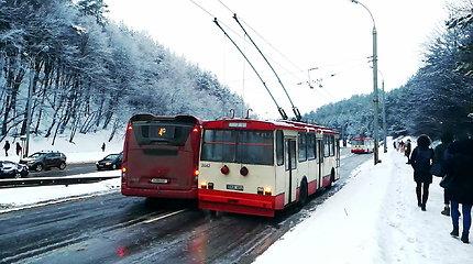 Vilniuje į kalną neužkilęs viešasis transportas užkimšo T.Narbuto gatvę