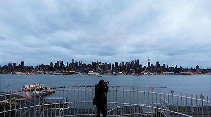 Per audras Niujorko valstijoje žuvo du žmonės, dešimtys tūkstančių liko be elektros