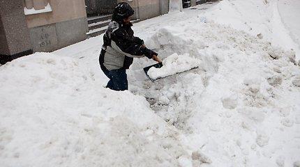 Senolis Prienuose kaukėtą plėšiką, grasinusį papjauti, nubaidė sniego kastuvu