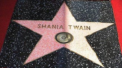 Holivudo šlovės alėjoje atidengta Shanios Twain žvaigždė