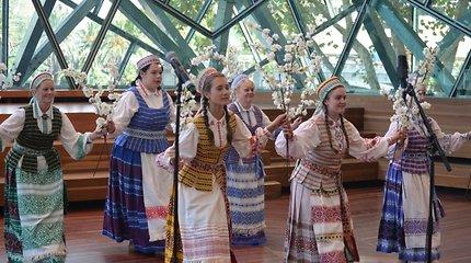 Kovo 11-oji Melburne: 8 trispalvės, lietuvių liaudies dainos ir plojimais palydėta birbyne atlikta melodija