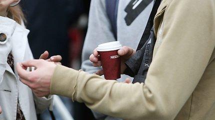 Dauguma kavinių ir užkandinių neskuba atsisakyti plastiko: būtų per brangu, nėra kuo pakeisti