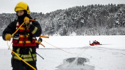 Savaitgalį gelbėtojai 11 kartų dirbo vandenyje ar ant ledo