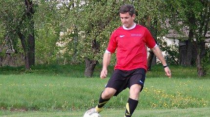 Dvasininkas su kamuoliu: argentinietis vienuolis Domingo Avellaneda Pumpėnų miestelį pavertė futbolo parapija