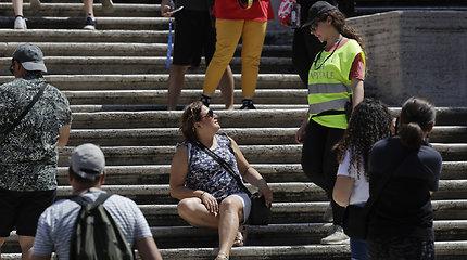 Pareigūnai vaiko turistus nuo Ispaniškųjų laiptų