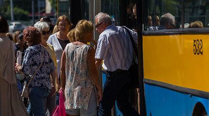Sostinės centre po staigaus autobuso stabdymo sužalotos dvi keleivės