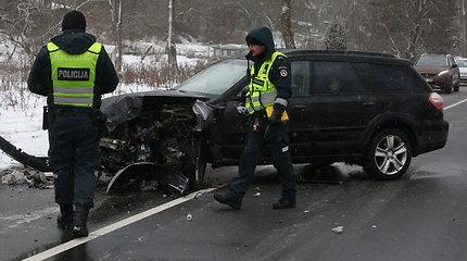 Avarija Vilniuje: dėl 3 automobilių susidūrimo uždarytas kelias link Žaliųjų ežerų