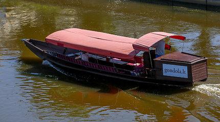 Laivai ir pontonai Neryje ties Vilniumi