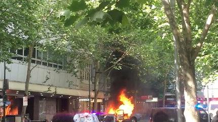 Išpuolis su peiliu Melburne bus tiriamas kaip teroristinis incidentas