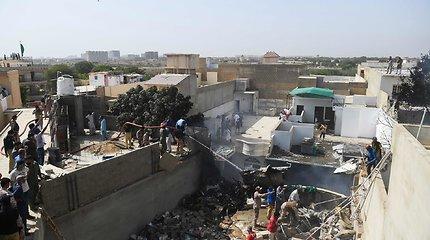 Pakistane sudužus keleiviniam laineriui žuvo 97 žmonės, du liko gyvi