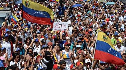 Venesuela atšaukia 16 metų galiojusius operacijų su užsienio valiuta apribojimus