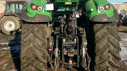 Leidimą per lėtai važiuoti Ukmergės plentu traktorininkas bandė gauti už 50 eurų