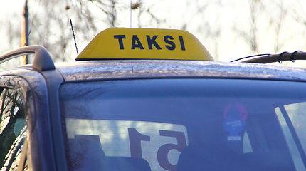 Įspėtas dėl rūkymo Klaipėdoje keleivis užpuolė taksi vairuotoją