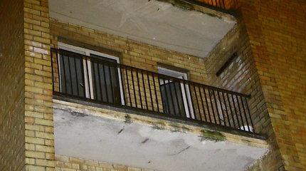 Tvarkydama mirusio brolio butą mažeikiškė balkone rado granatą