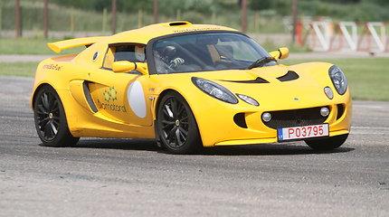 """Karolis Raišys su savo """"Lotus"""" pirmą kartą išbandė Nemuno žiedą"""