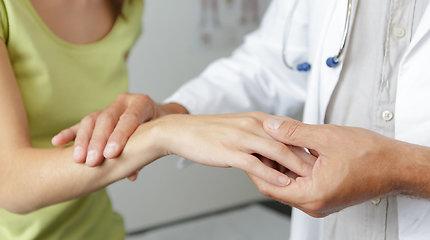 Ką slepia skaudanti plaštaka, tirpstantys rankų pirštai ir kaip tai gydyti? Gydytojo komentaras