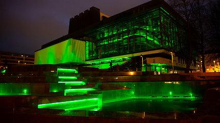 Žaliai nušvitęs Lietuvos nacionalinis operos ir baleto teatras