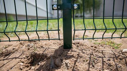 Prokurorai žadina institucijas – Šiauliuose stūkso neteisėta tvora?