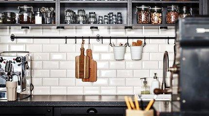 Trūksta vietos virtuvėje? Triukai, kurie padės ją padidinti trečdaliu