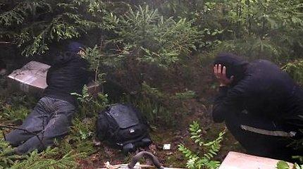 Kontrabandos nešikus iš Vilniaus pasieniečiai paguldė Dzūkijos miškuose