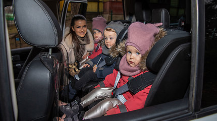Simona Lipnė ir Mindaugas Lipnius su vaikais