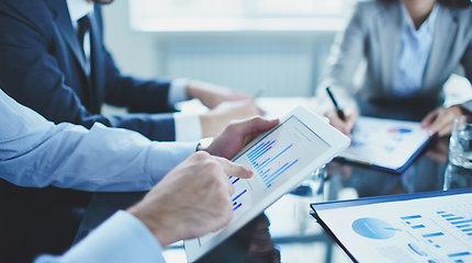 Naujausi atlyginimų pokyčiai ir prognozės patiks ne visiems: kam pasisekė labiausiai