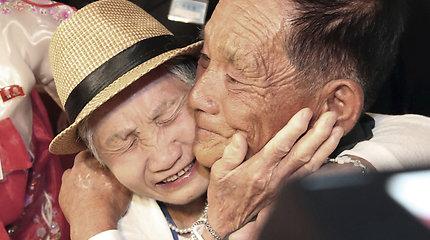 Širdį veriantis daugiau nei 60 metų lauktas susitikimas: susijungė atskirtos korėjiečių šeimos