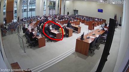 Konservatorius V.Urbonavičius balsuoja už Arvydą Sekmoką
