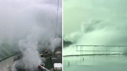 Kelto keleiviai iš arti patyrė galingą stichiją – audra susargdino ne vieną