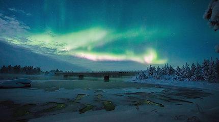 Užburiantis aurorų šokis naktiniame danguje nepalieka abejingų