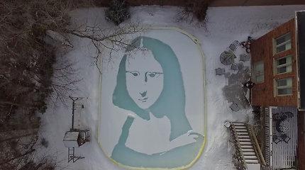 """Stulbinanti kopija užkariavo internetą: vyras sniege kastuvu sukūrė """"Sniego Lizą"""""""