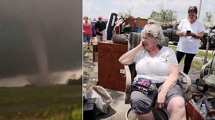 Tornado siaubą išgyvenusi moteris šaukėsi Dievo pagalbos – iš visiškai suniokoto namo ištraukė kaimynai