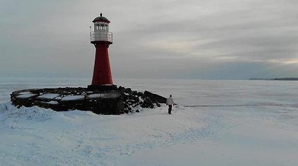Pasigrožėkite įspūdingu kraštovaizdžiu: Pervalkos švyturys gyventojams pasiekiamas tik einant ledu