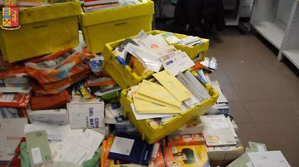 Italijos policija pričiupo nesąžiningą paštininką – jis nepristatė 573 kg laiškų