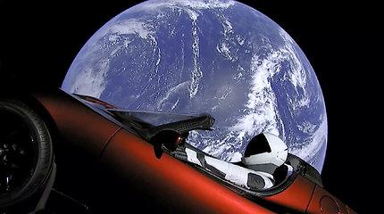 Galingiausia pasaulyje raketa sėkmingai pakilo į kosmosą
