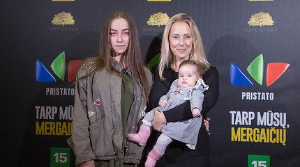Mieliau nebūna: Ineta Stasiulytė ant raudono kilimo pozavo su dukromis – Upe ir 2 mėnesių Frėja