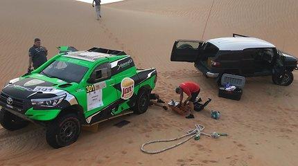"""Arabijos dykumoje A.Juknevičius išbandė naują bolidą ir sužinojo, kur vyks """"Dakaras 2020"""""""