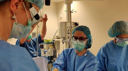 Unikali operacija: Santaros klinikų medikai dar negimusių dvynių kraujotaką gimdoje atskyrė lazeriu